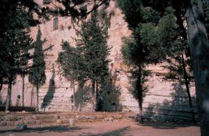 Escarpe rocoso sobre el que se levantaba la muralla sur de la fortaleza Antonia
