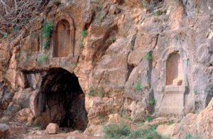 Gruta y nichos sagrados del dios Pan en Cesarea de Filipo