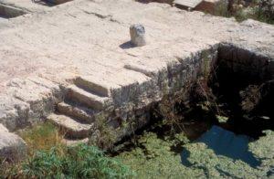 Vestigios de un muelle del puerto de Cesarea marítima